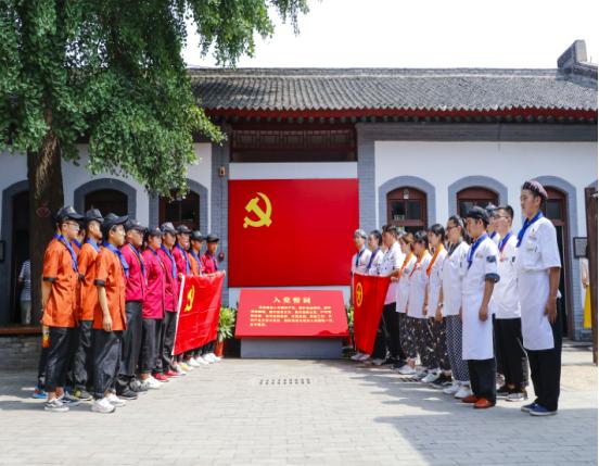 <b>参观红色革命纪念馆   学习红色革命精神</b>