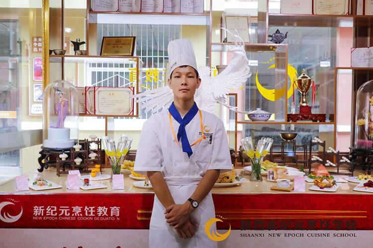 <b>李攀登:初中毕业学厨师,勇攀厨艺最高峰</b>