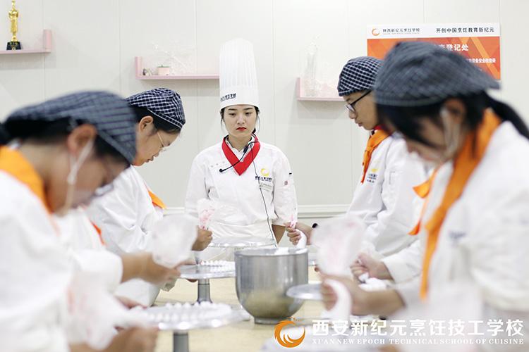 西点上课场景_陕西新纪元烹饪学校