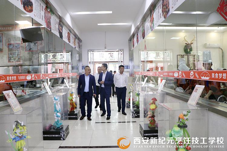 鸿金鹏集团来校参观考察_陕西新纪元烹饪学校