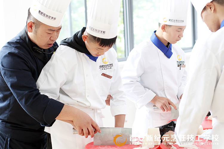 学生实训-手把手教学_陕西新纪元烹饪学校