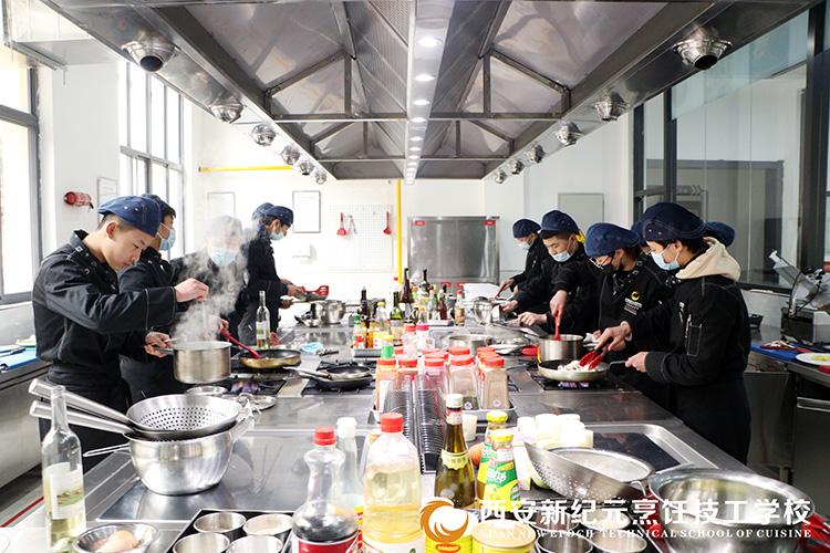 学生毕业实操考试_西安新纪元烹饪技工学校
