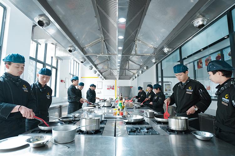 西餐教学环境_西安新纪元烹饪技工学校