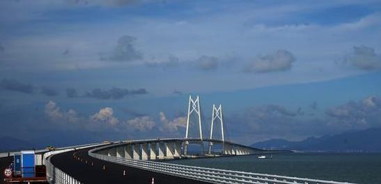<b>骄傲!港珠澳大桥正式通车,有来自陕西新纪元的一份力量!</b>