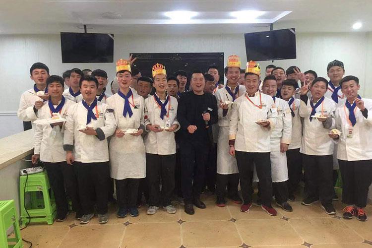 年级生日晚会_陕西新纪元烹饪学校