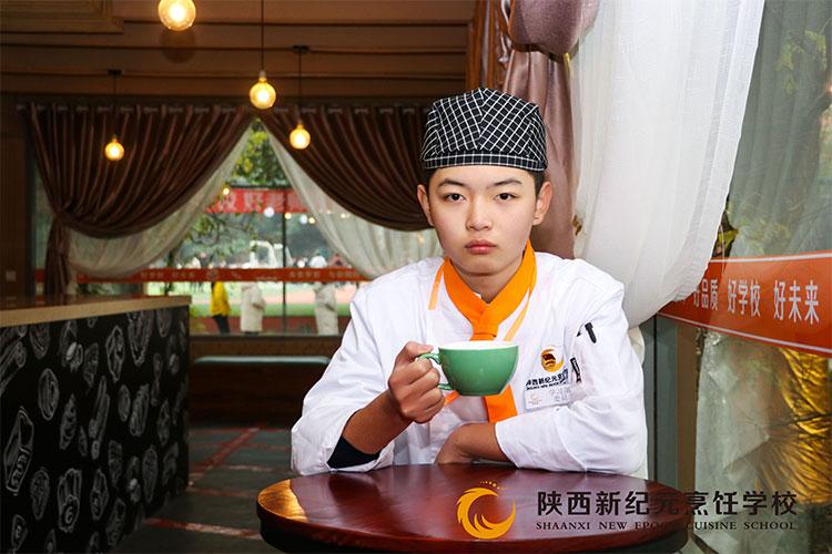 <b>【新生故事】肖丰:从小热爱烹饪,长大圆梦新纪元</b>