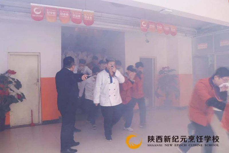 <b>陕西新纪元烹饪学校开展冬季消防演练活动</b>