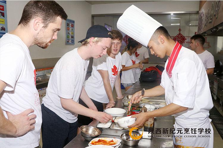 外籍老师参观学习_陕西新纪元烹饪学校